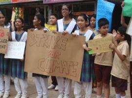 'জলবায়ু আন্দোলনে'এ ফুলকি সহজপাঠ বিদ্যালয়ের ছাত্রছাত্রীরা
